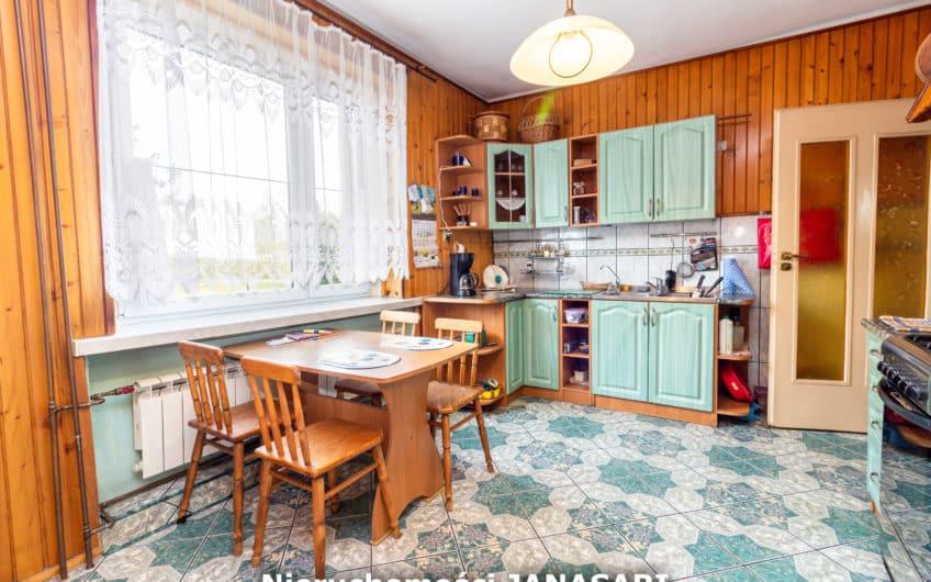 Przestronny Dom w Żorach-Dwa Domy w Cenie Jednego